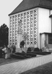 Das Kriegerdenkmal vor der Renovierung